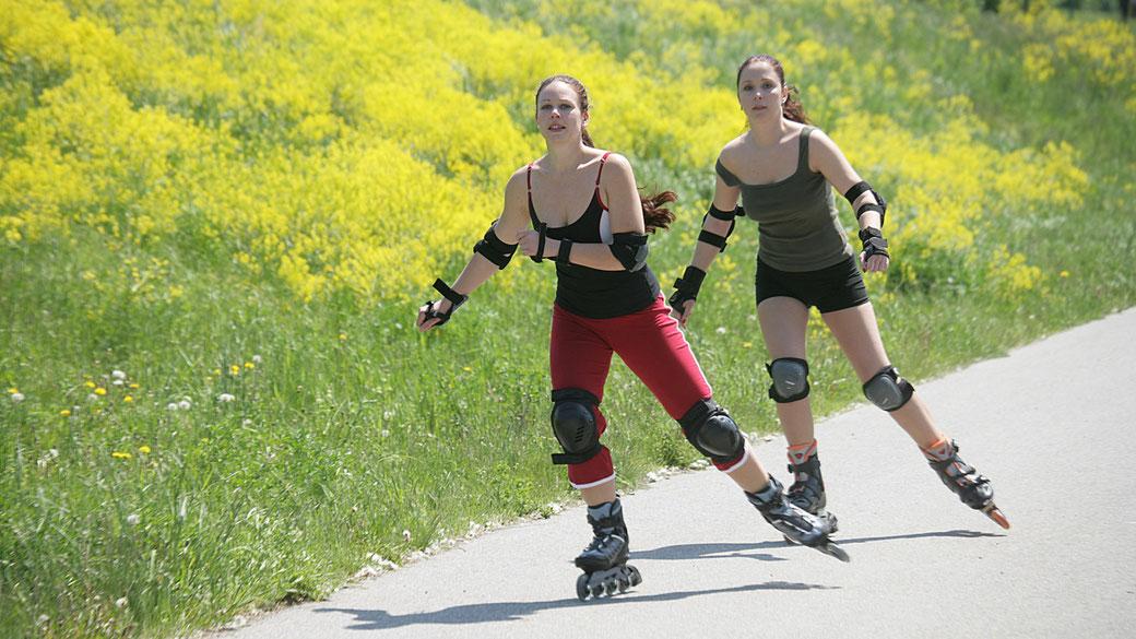Inline Skaten Lernen ist für das richtige Skaten immer wichtig - aber dann: Bitte immer mit voller Schutzausrüstung!