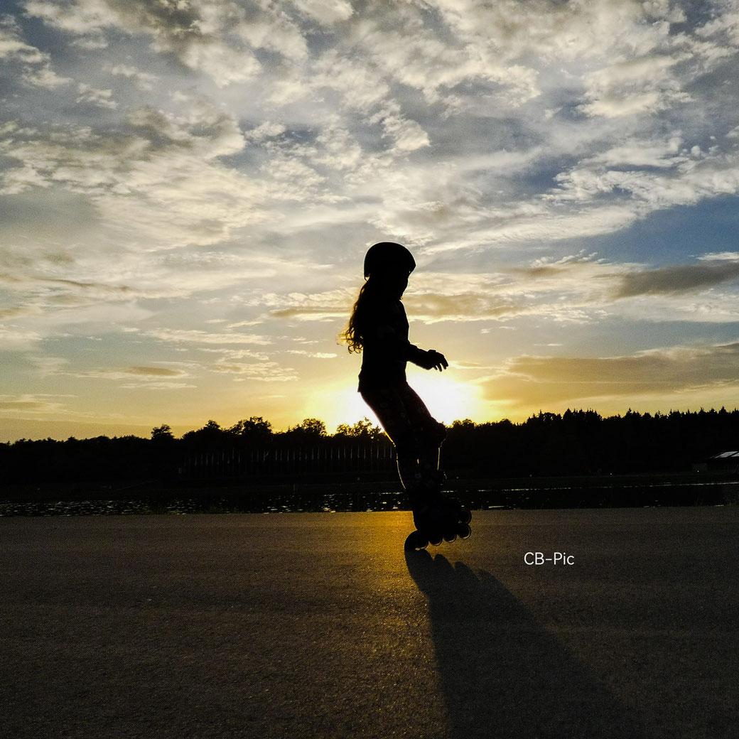 Durch gezielte Übungen sicheres Inlineskaten lernen für den öffentlichen Bereich
