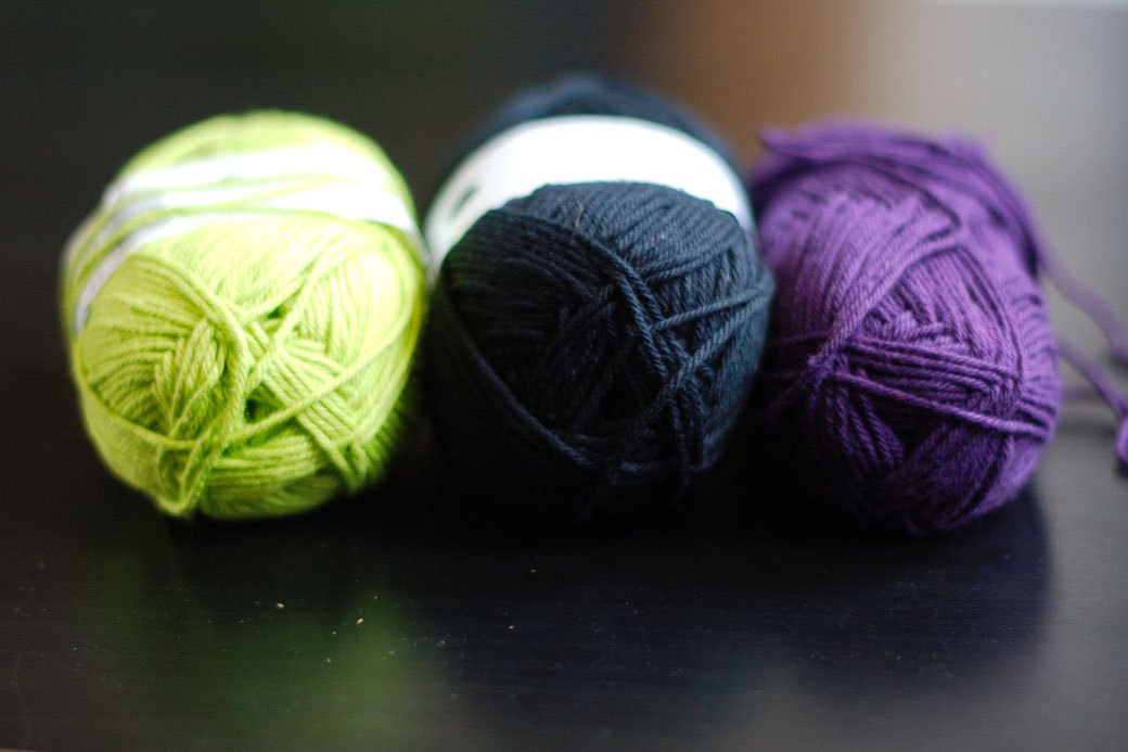 A crochet blanket - the Zebraspider way - cotton yarns lime black and dark purple - Zebraspider Eco Anti-Fashion Blog