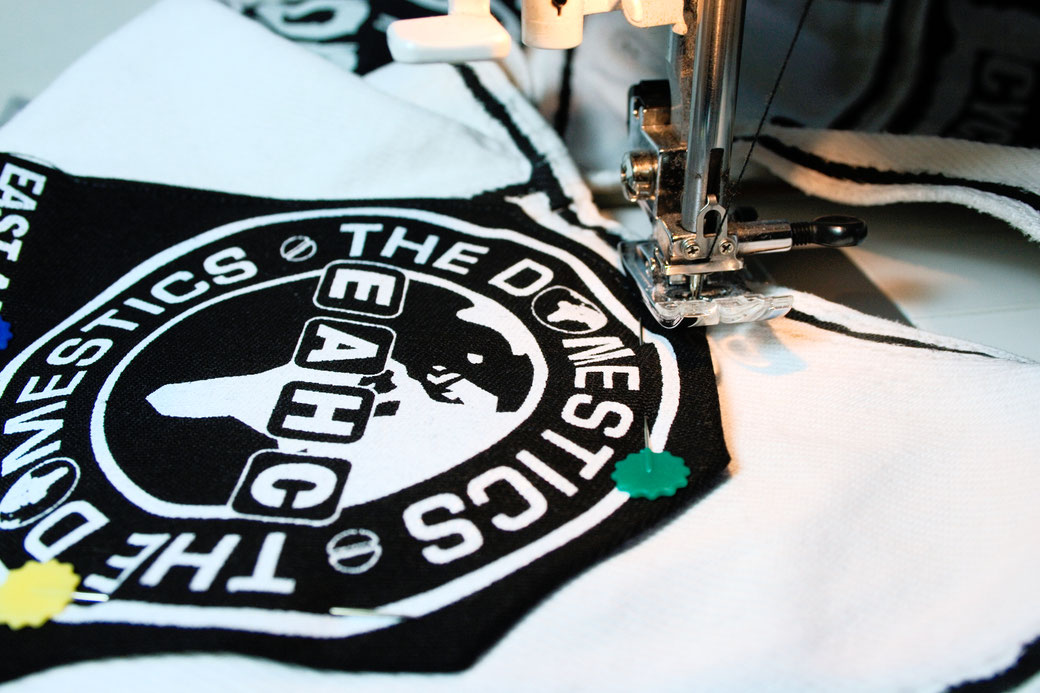 5 ways to sew on patches - how to sew corners with the sewing machine - Zebraspider Eco Anti-Fashion Blog