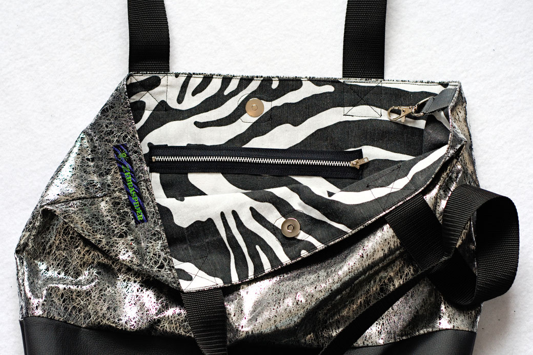 2021 belt bags and new shoulder bags out now! - Tote Bag Liquid Silver zebra pocket inside - Zebraspider Eco Anti-Fashion