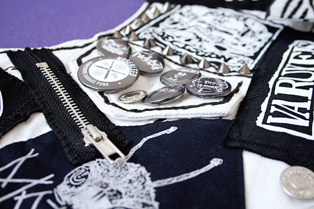 Update on the not-so-white-anymore punk vest - zipper, pocket flap badges, patches detail - Zebraspider Eco Anti-Fashion