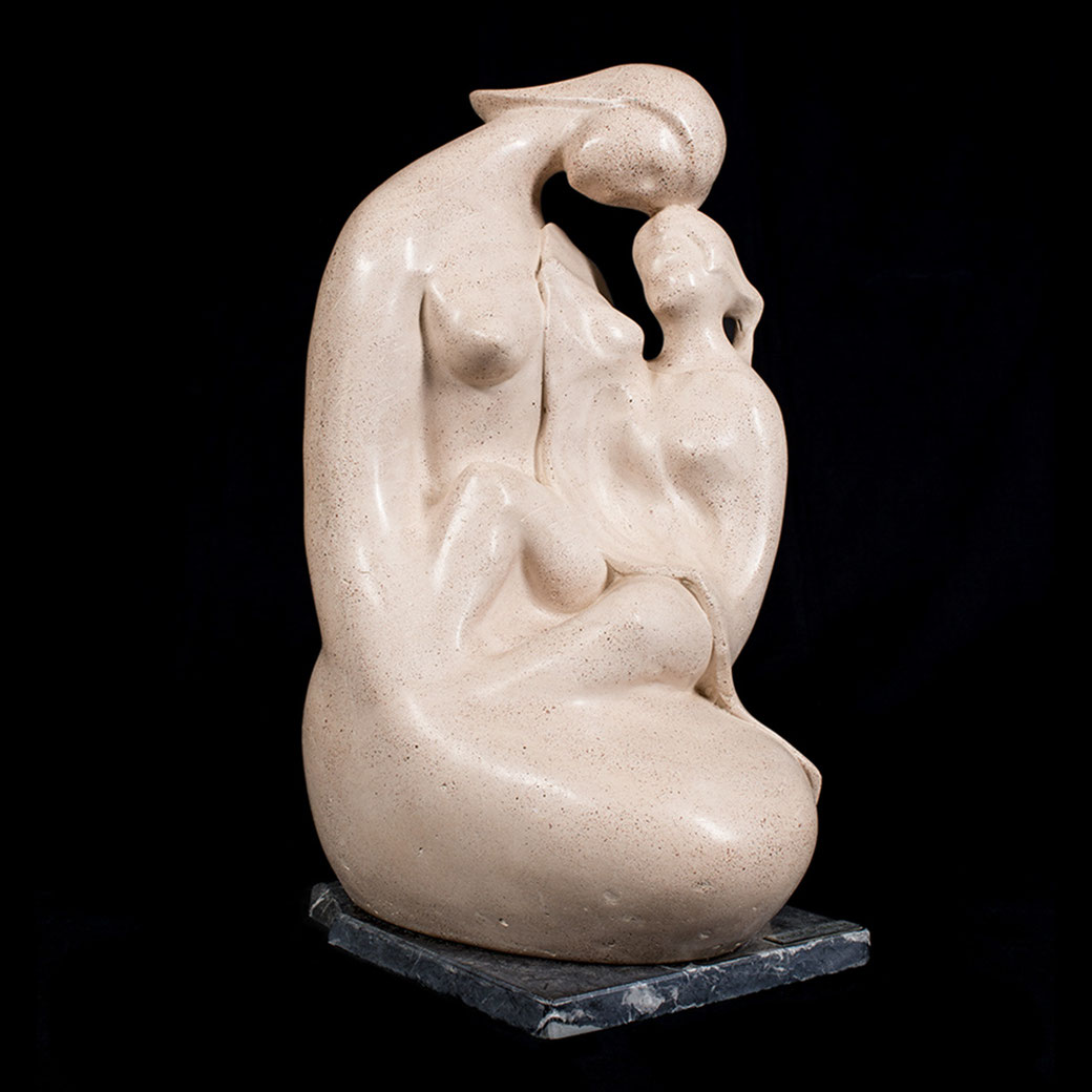 Maternidad IV. Piedra artificial. 51x28x32 cm. Años 90. Col. Eladio de la Cruz