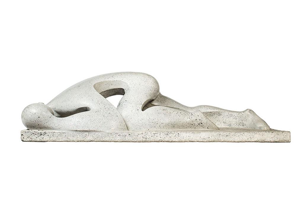 Vencido. Piedra artificial. 37x131x49 cm. 1980. Col. Eladio de la Cruz