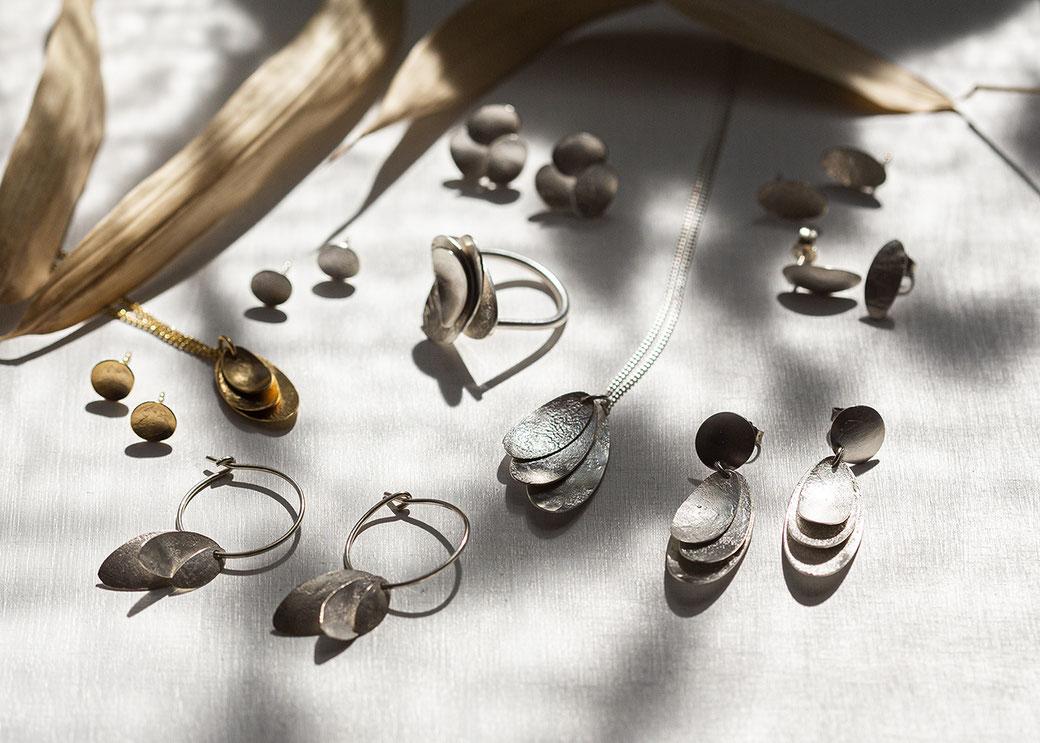 Handgefertigter Silberschmuck organische Formen