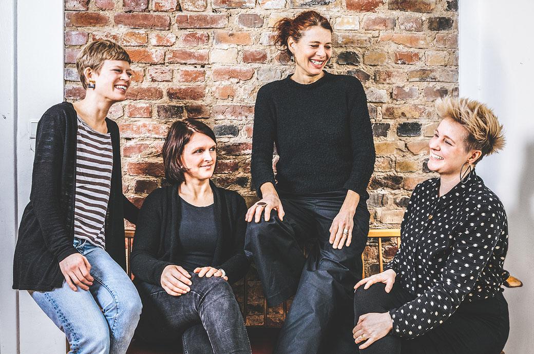 Die vier Schmuckdesignerinnen aus dem Atelier hinter Indien