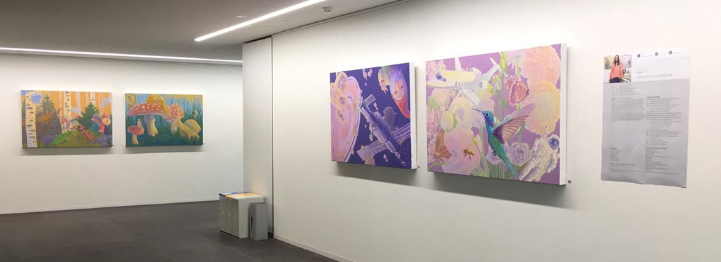 Ausstellungsansicht mit Ölgemälden von Sandra Kolondam. Foto: Sandra Kolondam.