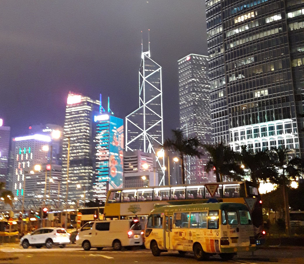 Central by night mit Blick auf Peis Bank of China