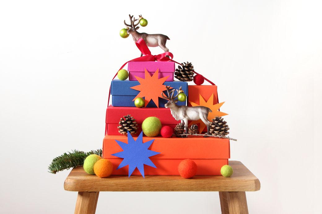 darilo buntbox xmas christmas darila škatla darilna škatla škatlica zvezda božična darila geschenke gift wrapping geschenke verpacken schleich tiere živali kroglice iz filca filzkugeln feltballs weihnachten weihnachtsgeschenke