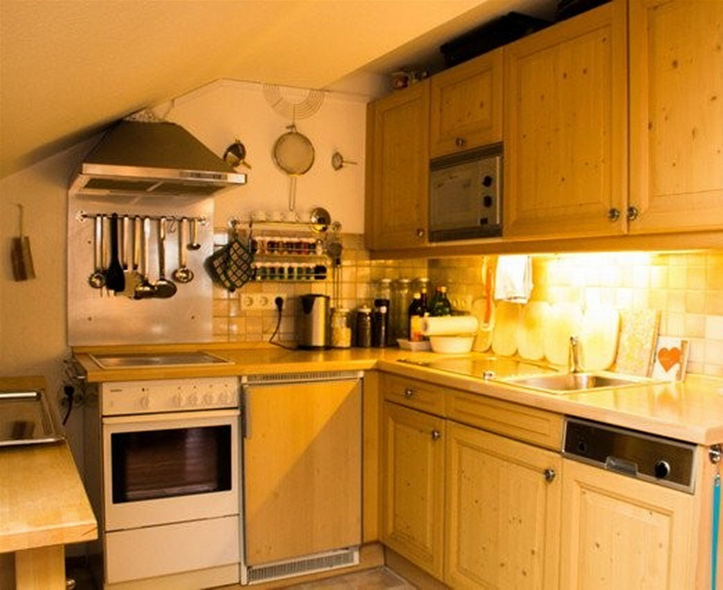 ... ausgestattete Küche