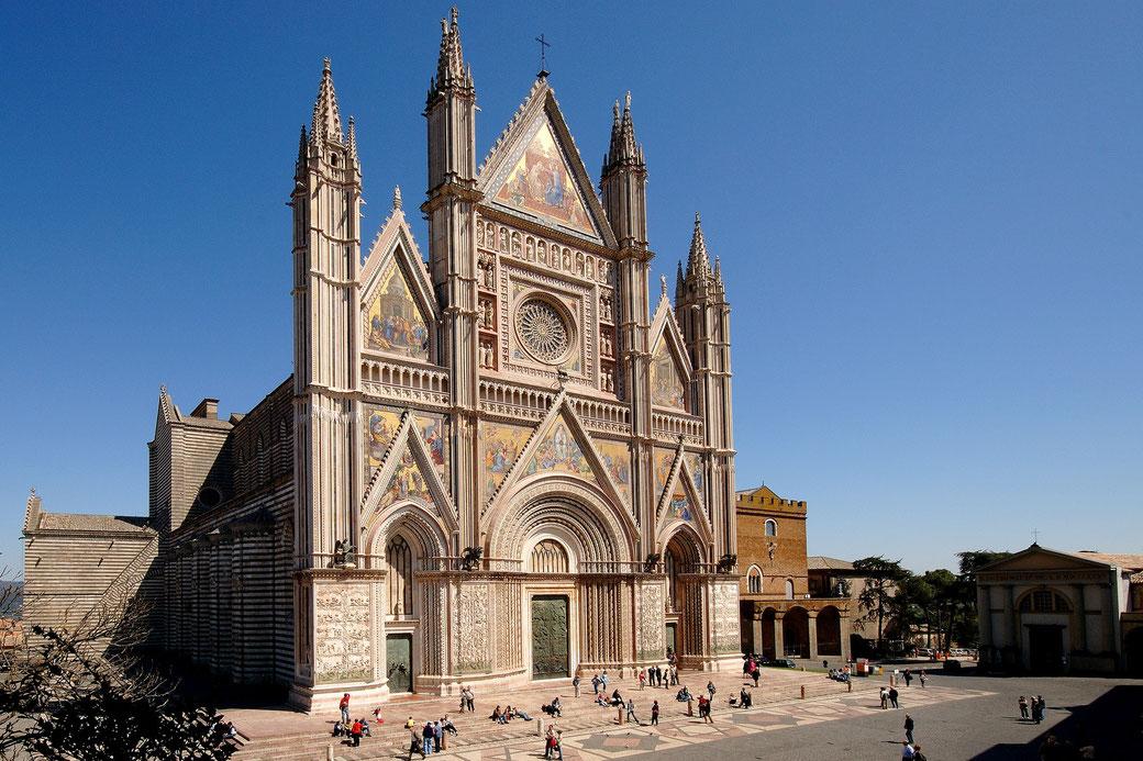 Il Duomo di Orvieto - Milanoguida - Visite Guidate a Mostre e Musei con Milanoguida