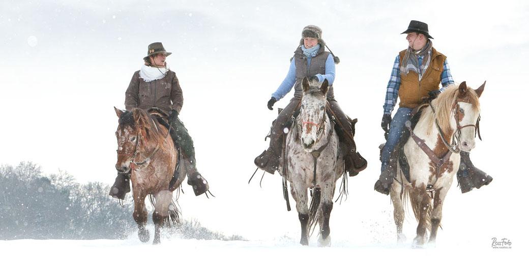 Wanderreiten Fischerhof, Winterfreude zu Pferd, Reiten im Schnee, RossFoto Dana Krimmling
