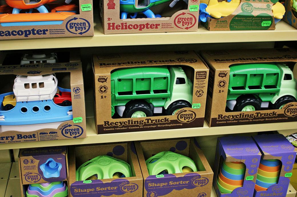 sinsheim spielzeug spielwaren bagger fahrzeug presenta recycling nachhaltig green toys the original kaufen spielen kinder spielzeugmarkt