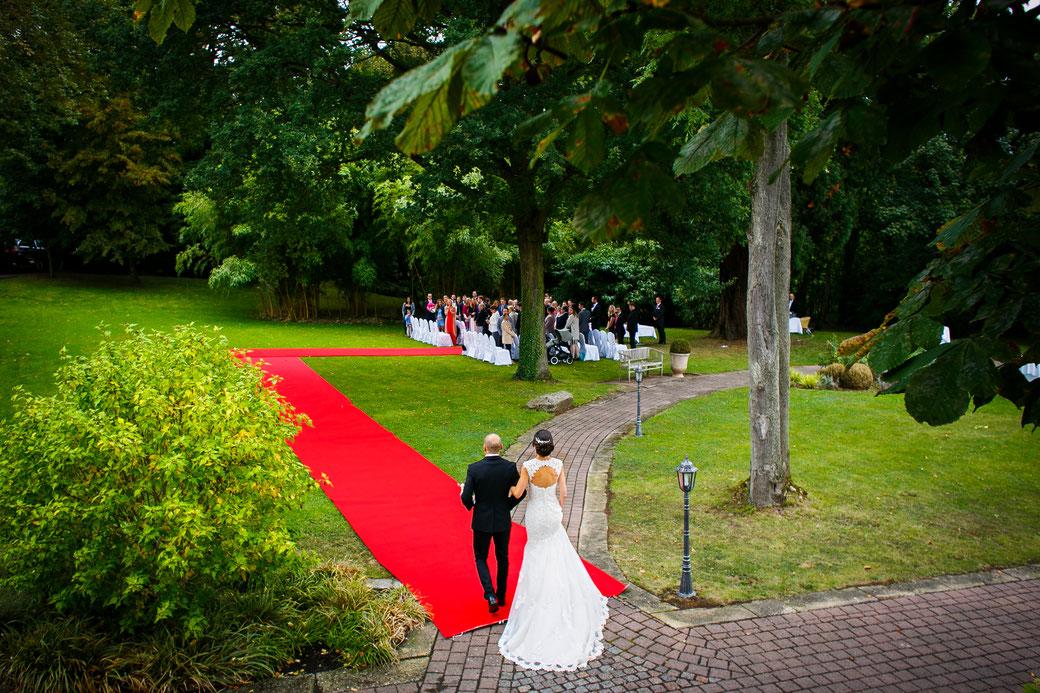 Freie Trauung Englisch Frankfurt am Main Rhein-Main-Gebiet Wiesbaden Mainz Trauung English Heidelberg Wedding Ceremony Rheingau Munich english wedding ceremony München  speaker celebrant officiant THOMAS HOFFMANN