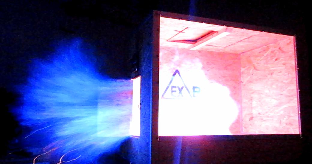 Explosion von Propangas in der EX-Box von Arne Wittorf beim Experimentalvortrag