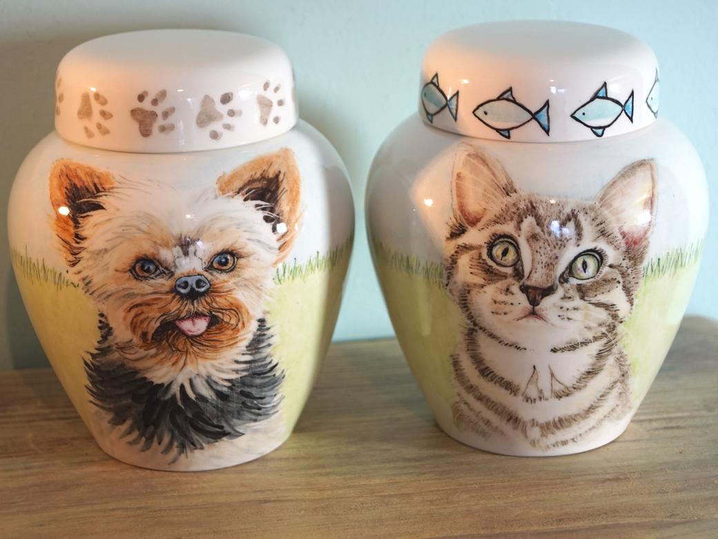 Handbeschilderde-dierenurnen-handgeschilderde-dierenurnen-persoonlijke-urn-laten-maken-persoonlijke-urnen-voor-huisdieren-urnen-voor-dieren-urn-voor-hond-urn-voor-kat-katten-urn-honden-urnen-voor-honden-persoonlijke-urn-laten-maken-urn-laten-beschilderen