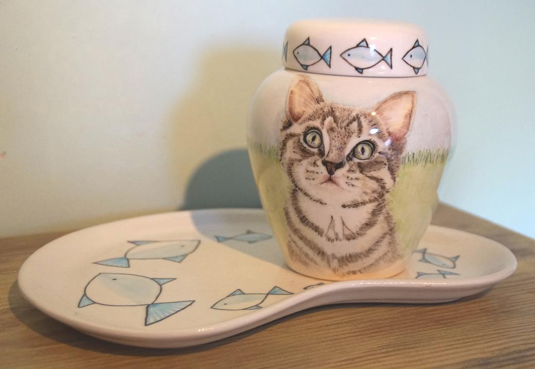 mooie-dierenurnen-keramische-dierenurn-Urn-voor-katten-urn-kleine-urn-voor-thuis-originele-urnen-voor-huisdieren-urn-laten-maken-handbeschilderde-dierenurnen-kat-kattenurn-urn-voor-kat-handgeschilderde-dieren-urnen-exclusieve-dierenurnen-urnen-kat-urn-kat
