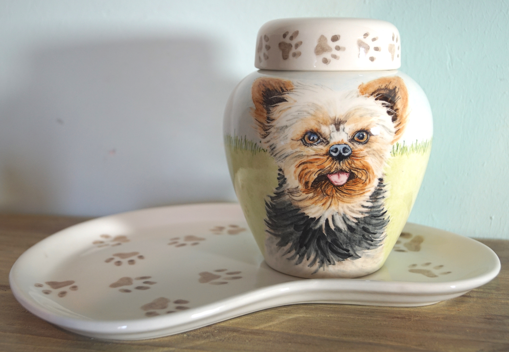 Handbeschilderde-dierenurnen-handgeschilderde-dierenurnen-urn-voor-hond-urnen-voor-huisdieren-handgemaakte-urnen-maatwerk-urnen-voor-dieren-urnen-dieren-unieke-hondenurnen-honden-urnen-keramiek-Phebe-portret-urnen-voor-hond-bijzondere-urnen-urn-hond-urn
