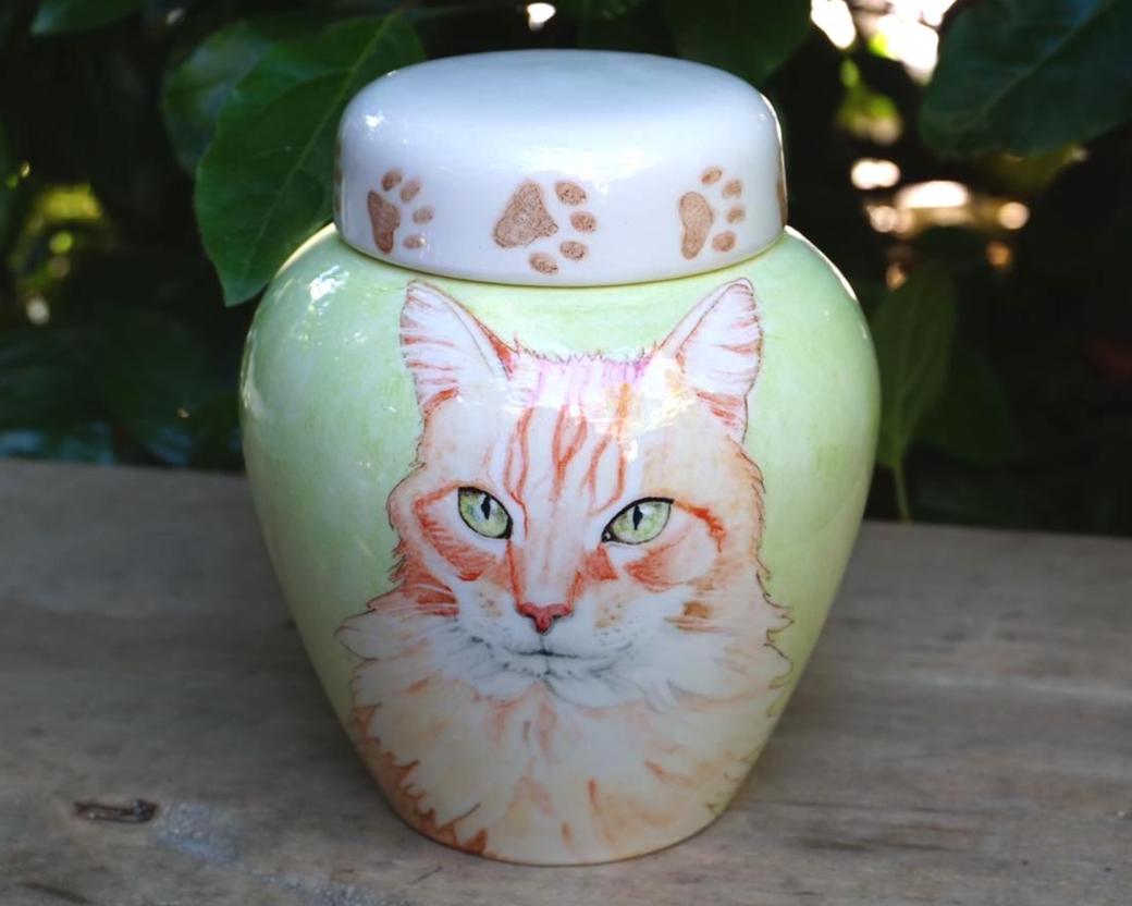urn-kat-unieke-dierenurnen-kat-maatwerk-urnen-voor-dieren-urnen-voor-huisdieren-unieke-dieren-urnen-handbeschilderde-urnen-maatwerk-urn-dier-persoonlijke-urn-laten-maken-bijzondere-dierenurnen-katten-urnen-phebe-portret-urnen-voor-katten-urn-met-portret