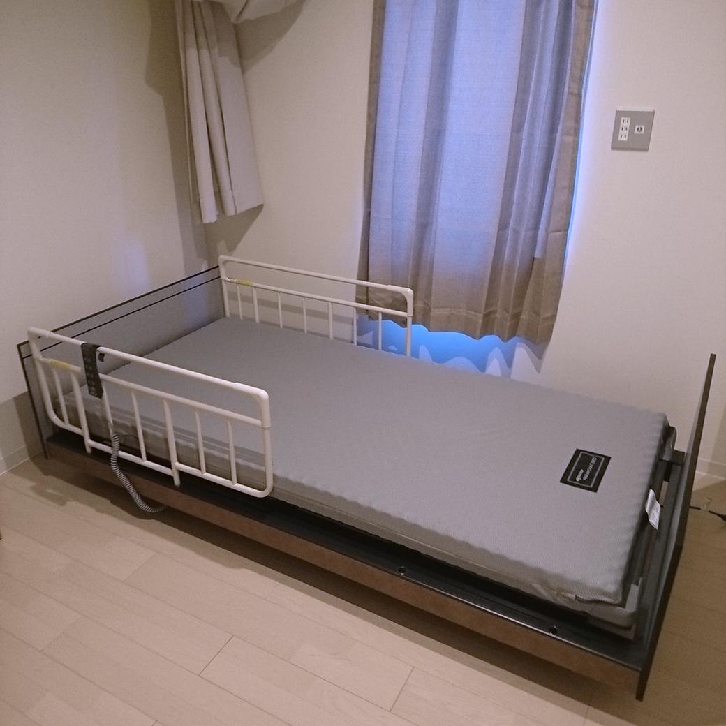 スタッフブログ「在宅用介護ベッドの導入」写真4「マットレスを敷き完成」