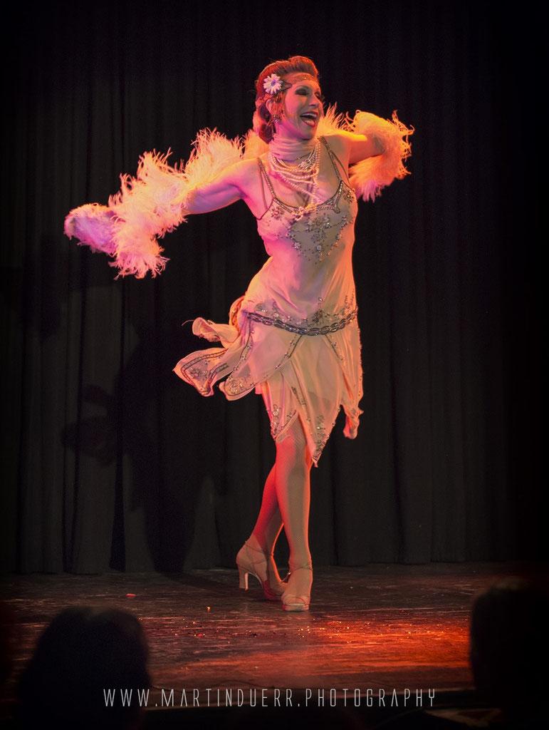 Vintagetänzerin, Vintage Dancer Dixie Dynamite, Silvia Plankl, Charlestontänzerin, Blues Tänzerin, 1920s Entertainment, 1920er Tanzkunst, Showeinlage, Unterricht, Workshop, Tanzkurs, Privatkurs
