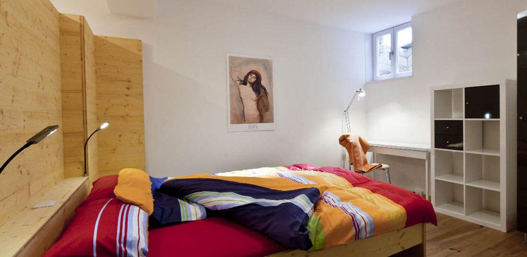 Wohlfühl-Schlafzimmer der Ferienwohnung Schunkengasse