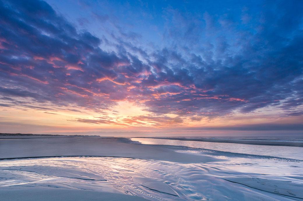 Zonsondergang op Noordzeestrand Midsland aan Zee Terschelling