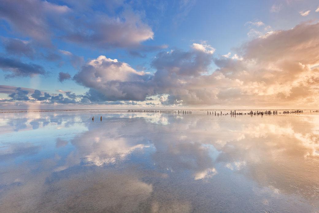 Perfecte spiegeling in de Waddenzee bij Wierum © Jurjen Veerman