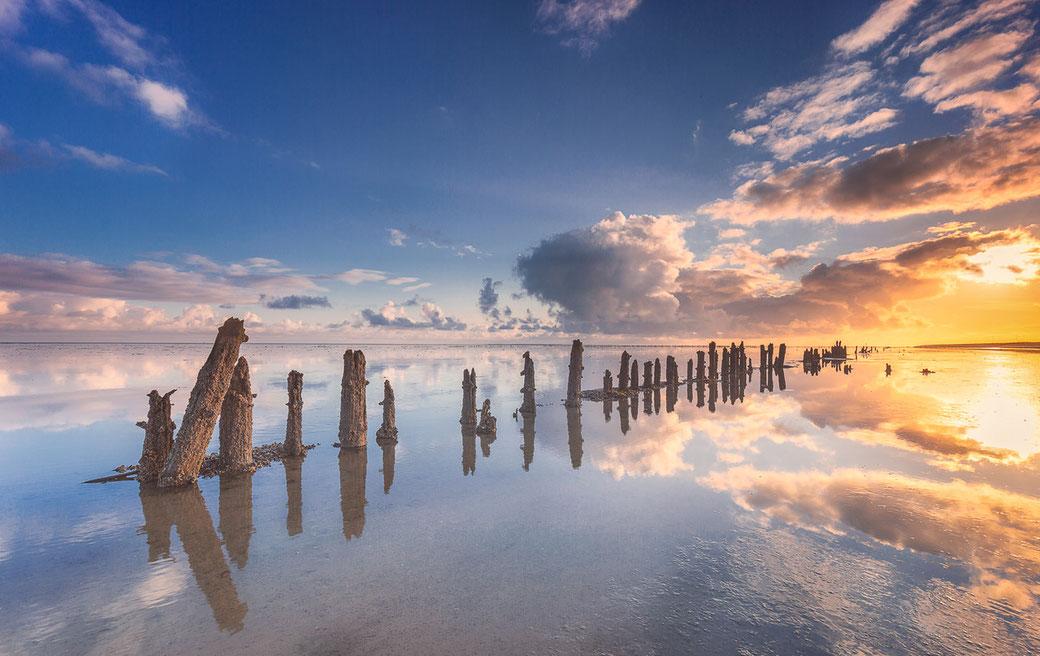 Zonsopkomst over het Wad bij laagwater voor de waddenkust van Wierum © Jurjen Veerman
