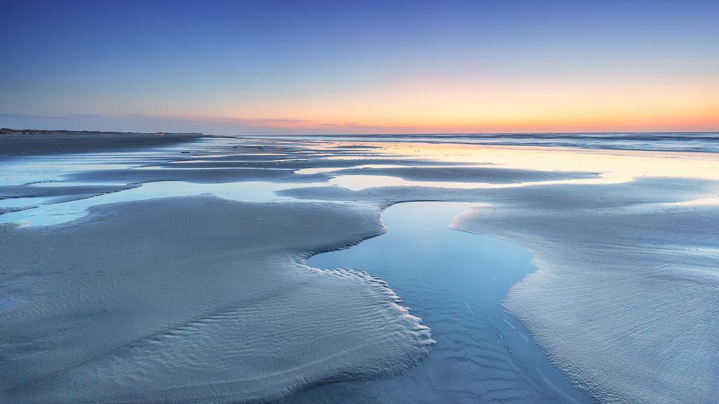 Laag water op het Noordzeestrand van Midsland aan Zee, Terschelling © Jurjen Veerman
