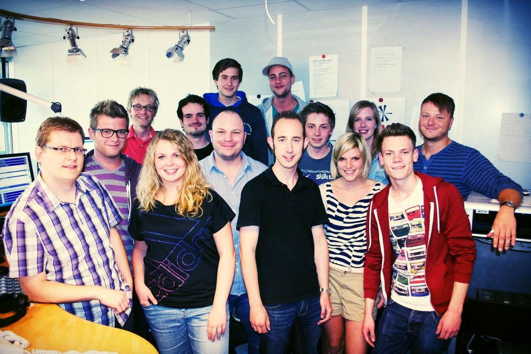 Das deinfm Team mit Coach und Redakteur Matthias J. Milberg