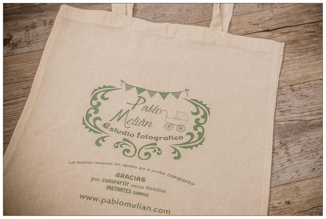 bolsa reciclable y reutilizable en estudio de fotos en Tenerife