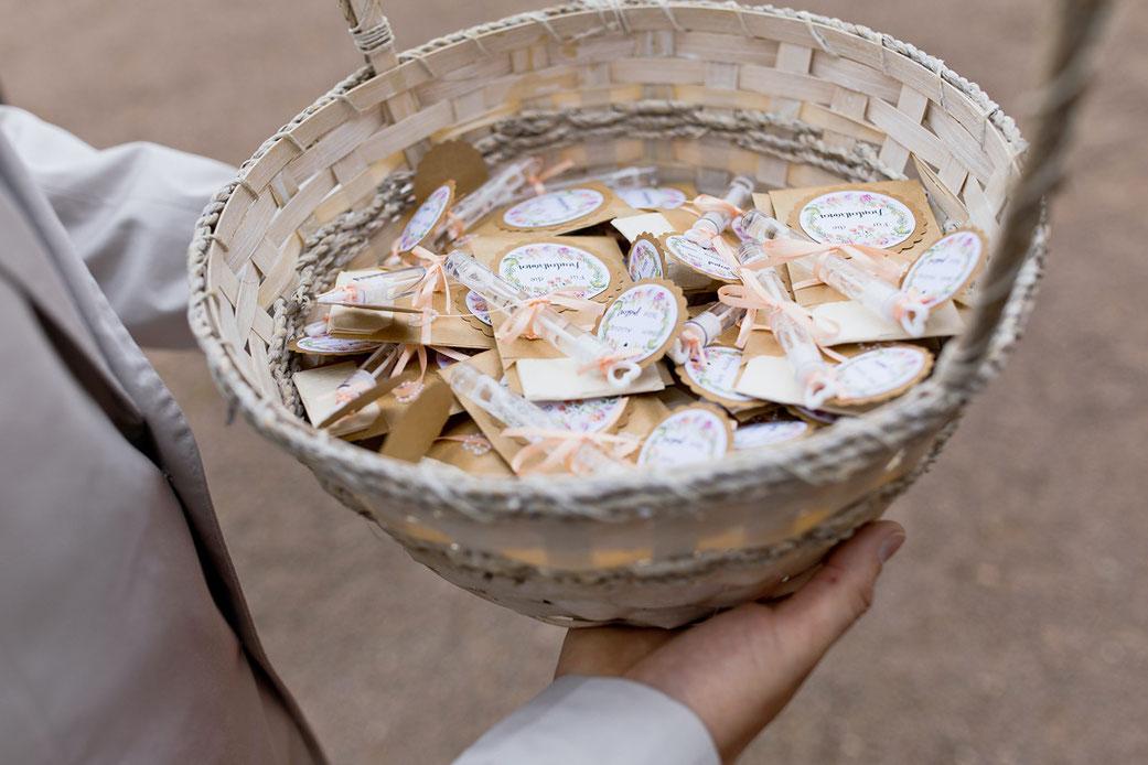 Ideen Hochzeit Deko, Taschentücher Hochzeit, Korb Hochzeit, Seifenblasen Hochzeit