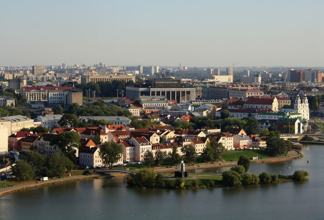Blick über die Swislatsch auf Teile der Altstadt und dem Palast der Republik.