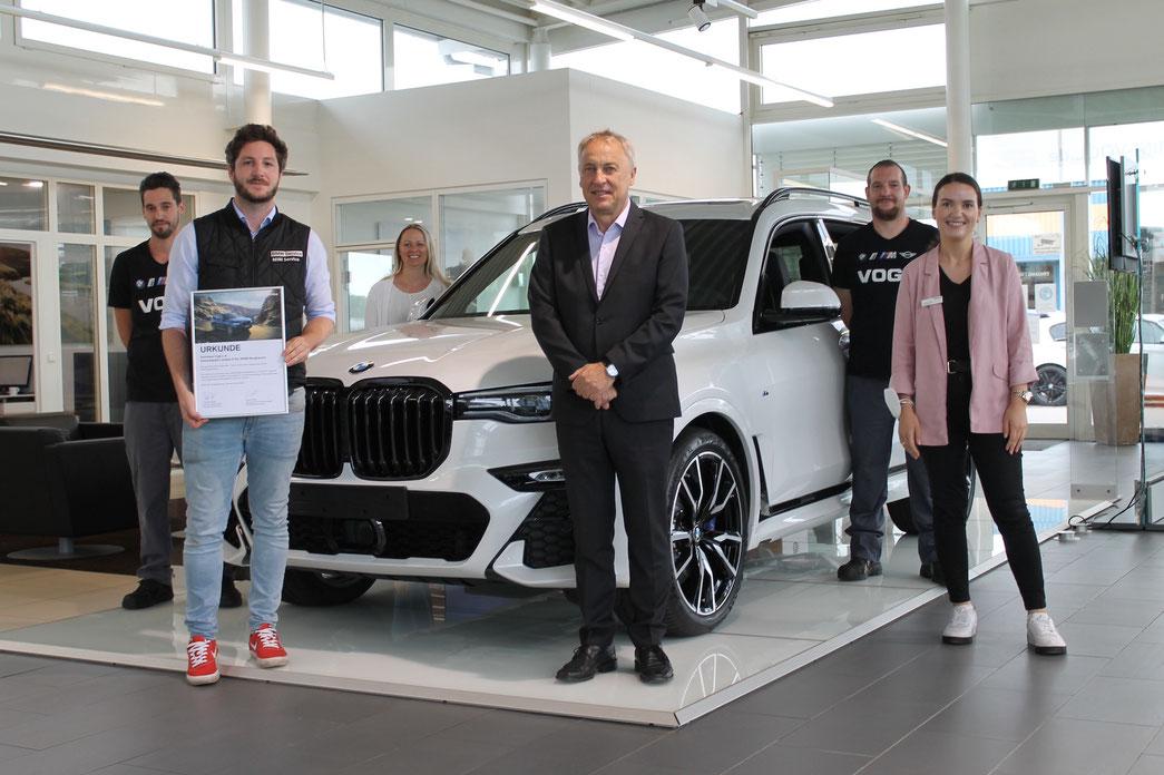 Von links nach rechts: Tobias Kapsreiter (KFZ-Mechatroniker), Fabian Hösch (Serviceberater), Erika Helmberger (Kundenbetreuerin), Anton Herner (Gebietsleiter Aftersales BMW AG), Markus Asmus-Hawelka (KFZ-Mechatroniker), Arberesha Maloku (Kundenbetreuerin)