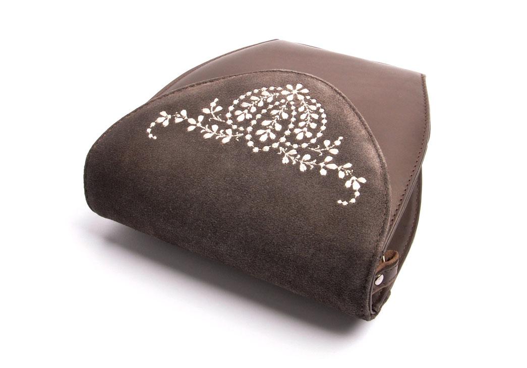 Dirndltasche  Schultertasche MARLA grau Leder  mit  Stickerei OSTWALD Traditional Craft