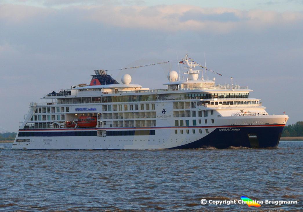 Expeditionsschiff HANSEATIC NATURE auf ihrer ersten Kreuzfahrt nach der Taufe in Hamburg