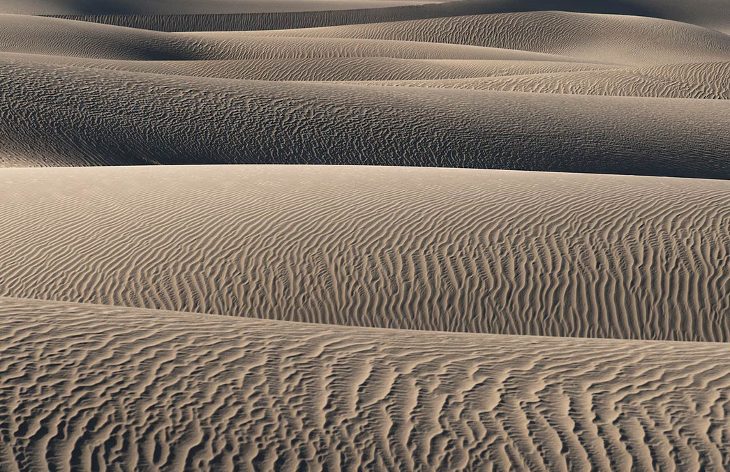 Layers of sand dunes, Stovepipe Wells, Death Valley National Park, California USA, 1280x829px