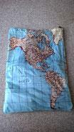 Unerlässliches Utensil für den Weltvermesser: Weltkartenwäschesack!