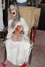 Réplica de abuela en psiquiátrico   Figuras de halloween