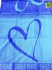 Telo mare Sweet Years con cuore grande in spugna di cotone. B470