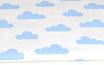 Hellblaue Wolken auf weiß