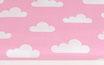Weiße Wolken auf rosa