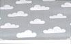 Weiße Wolken auf grau