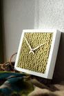Uhr mit Handgestricktem Ziffernblatt