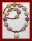 Halskette mit fossiler Koralle