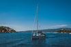 Mit dem Boot entlang der Küste des adriatischen Meeres - Bild Datei mit Standard Lizenz oder erweiterter Lizenz für kommerzielle Zwecke