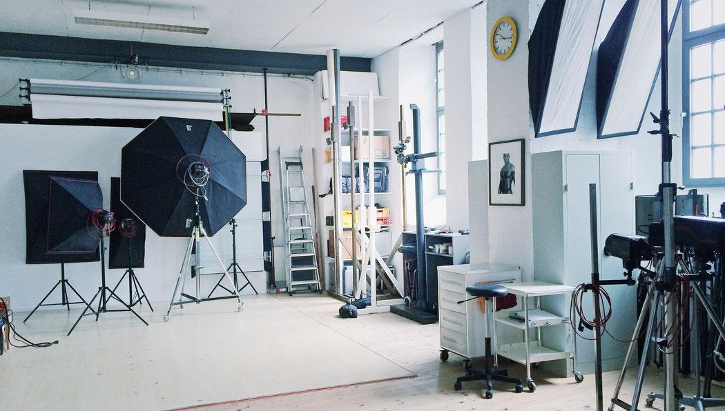 Studio -Seikel // Werbefotografie // Studiofläche 250 qm // Deckenhöhe 4 m // Das Fotostudio in Hanau bei Frankfurt