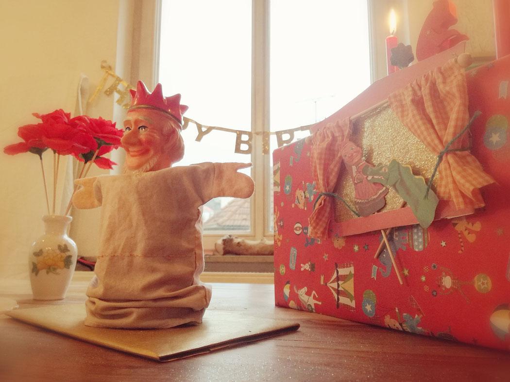 Geburtstag, Kindergeburtstag, ene meine miste es rappelt in der Kiste, Geburtstagstisch, Deko, Kuchen, Handpuppen, Kasperlepuppen, aktive Karte selbst machen