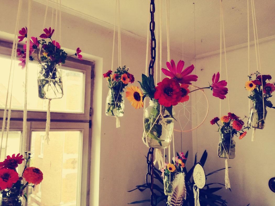 Deko, Geburtstagstisch, Thema Hippie, Hippie-Geburtstag, Kindergeburtstag, Makramée Blumenampel, Blumenvasen, D.I.Y.